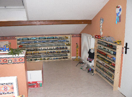 une tag re pour vos trains lego freelug. Black Bedroom Furniture Sets. Home Design Ideas