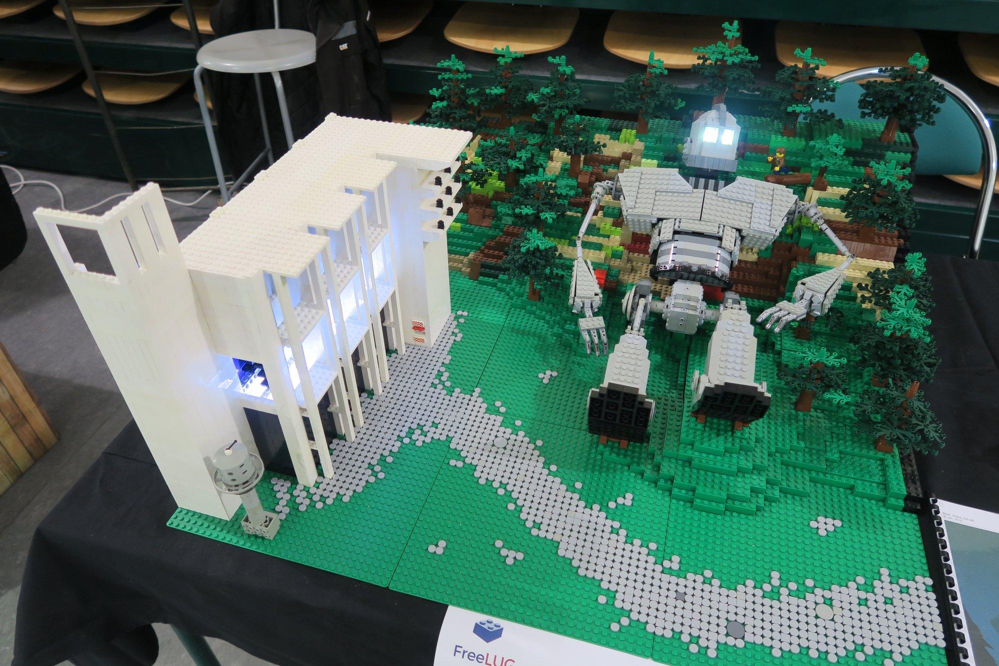 Table Basse Lego Geant stand freelug à caramanga 2019 - freelug